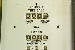 Alte Retro- Weinlese der Benzinpumpe Stockbild