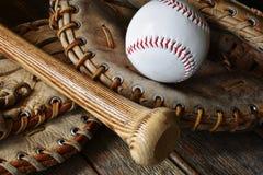 Alte Retrostil-Baseball-Ausrüstung Lizenzfreie Stockfotos