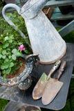 Alte romantische im Garten arbeitenfelder Stockbilder