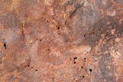 Alte rostige Blechtafel mit Löchern, Beschaffenheit Stockbild
