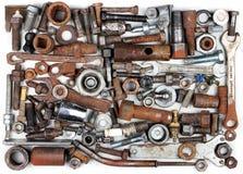 Alte rostige Bolzen, Nüsse, mechanische Teile und Werkzeuge Lizenzfreie Stockfotografie