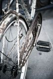 Alte rostige Fahrradnahaufnahme Stockfotos
