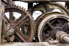 Alte rostige Gänge für Schwerindustrie als Teile einer Maschinerie Lizenzfreie Stockfotos