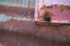 Alte rostige galvanisierte Eisenblätter und schmutzig Hintergrund Lizenzfreie Stockbilder
