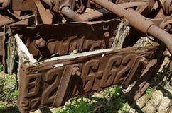 Alte rostige Kfz-Kennzeichen benutzt als Werkzeugkasten Lizenzfreies Stockfoto