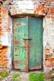 Alte rostige metallische Tür Lizenzfreie Stockfotos