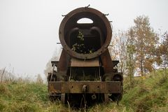 Alte rostige Züge Alte verlassene Bahn, versehend mit schmutzigem altem tra mit Seiten Stockfotografie