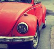 Alte rote Autonahaufnahme Stockbild