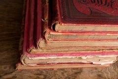 Alte rote Bücher Stockfotos