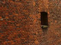 Alte rote Backsteinmauer mit Lots Beschaffenheit und Farbe Stockfoto
