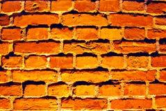Alte rote Backsteinmauer mit Straßenlaterne Lizenzfreie Stockfotografie