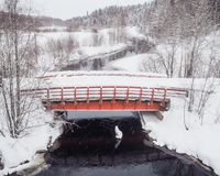 Alte rote Brücke im Winter Stockfotos