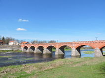 Alte rote Brücke, Lettland Stockfotografie