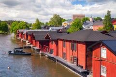 Alte rote Holzhäuser auf der Küste, Porvoo Stockfotografie