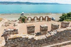 Alte Ruinen auf dem Stadtdamm von altem Nessebar in Bulgarien Stockfotos