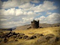 Alte Ruinen auf Feld in Peru stockfotografie