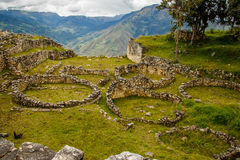 Alte Ruinen der verlorenen Stadt in Kuelap, Peru stockfotografie