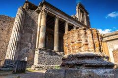 Alte Ruinen in Pompeji - Thermopolium von archäologischen Überresten, Neapel, Italien lizenzfreie stockfotografie