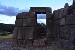 Alte Ruinen von Saqsawayman-Festung, in Cusco, Peru lizenzfreie stockfotos