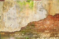 Alte Ruinenziegelsteinbetonmauer Lizenzfreies Stockbild