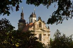 Alte ruinierte barocke Kirche in Valec Lizenzfreie Stockbilder