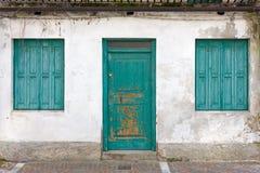 Alte ruinierte errichtende ` s Fassade lizenzfreie stockfotos