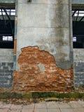 Alte ruinierte Fabrikwand Lizenzfreie Stockbilder