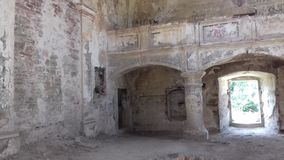 Alte ruinierte Kirche stockfotos