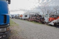 Alte ruinierte, verlassene LKWs Der alte LKW-Friedhof Stockfoto