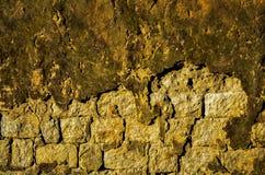 Alte ruinierte Wand eines alten Hauses lizenzfreies stockbild