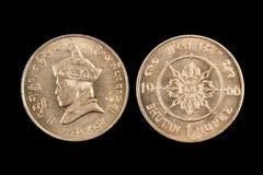 Alte Rupien-Münze lokalisiert auf Schwarzem Stockfoto