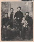 Alte russische Familie der Schwarzweiss-Fotografien Stockbilder