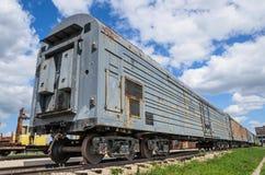 Alte russische Lastwagen des gepanzerten Zugs lizenzfreie stockfotografie