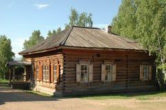 Alte russische Protokollhütte Stockfotos