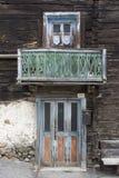 Alte rustikale Holztür und Fenster Lizenzfreie Stockbilder