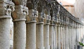 Alte Säulen in Folge Lizenzfreies Stockbild