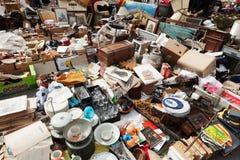 Alte Sachen an der Flohmarkt Encants Vells. Barcelona Lizenzfreie Stockfotos