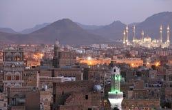 Alte Sanaa-Ansicht und Al Saleh Mosque, der Jemen lizenzfreie stockfotografie