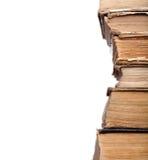 Alte schäbige Bücher im Stapel Stockbild