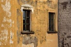Alte schäbige Wand des Gebäudes lizenzfreie stockfotos