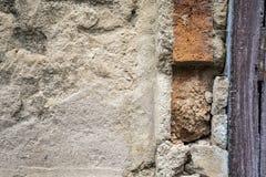 Alte schädigende Betonmauer Lizenzfreie Stockfotografie