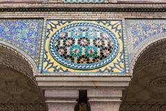 Alte schöne Mosaikmalerei auf der Wand an Golestan-Palast, der Iran Stockbilder