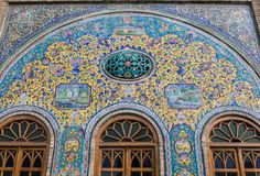 Alte schöne Mosaikmalerei auf der Wand an Golestan-Palast, der Iran Lizenzfreie Stockfotos