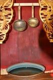 Alte Schüssel und Löffel stockbild