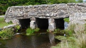 Alte Scharnierventil-Brücke in Nationalpark Süd- West-England Dartmoor Lizenzfreie Stockbilder