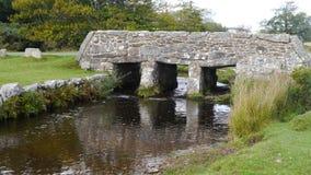 Alte Scharnierventilbrücke auf Dartmoor in Süd- West-England Stockfotos