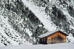 Alte Scheune im Winter Stockbilder