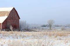 Alte Scheune im Winter Lizenzfreies Stockfoto