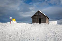 Alte Scheune in Madonna di Campiglio Ski Resort, italienische Alpen Stockfoto