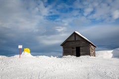 Alte Scheune in Madonna di Campiglio Ski Resort, italienische Alpen Lizenzfreie Stockfotos